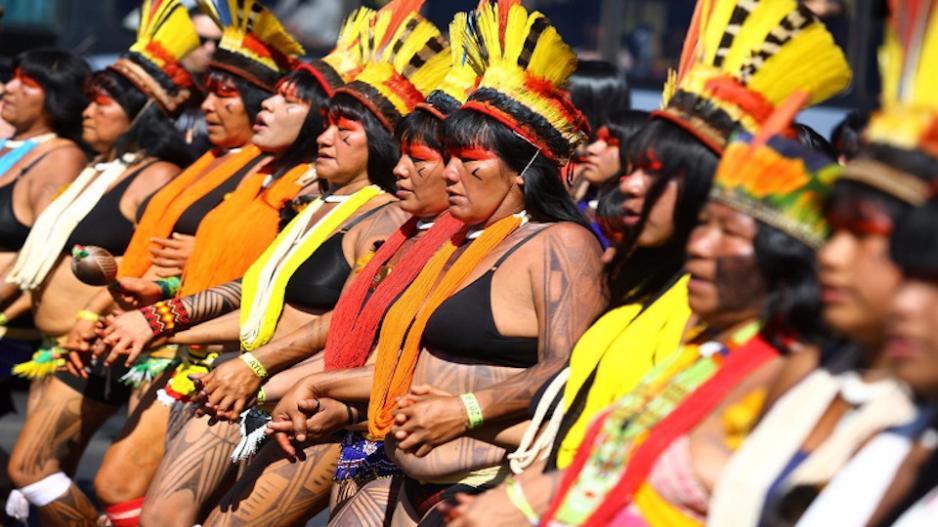 Mujeres indígenas brasileras protestan contra Bolsonaro